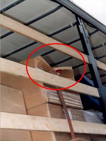 Liina on puristanut laatikon kasaan. Kuva: Fraunhofer IML